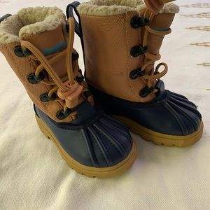 Native Baby Snow Boots Size 6